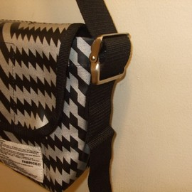 mintdesigns - MESSENGER BAG