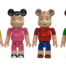 MEDICOM TOY - PEANUTS 60YEARS WORLD TOUR BE@RBRICK 100%
