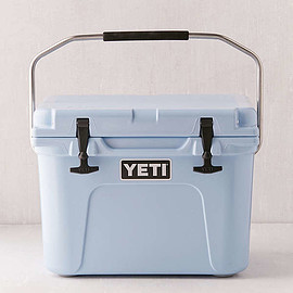 Slide View: 1: YETI Tundra Roadie Cooler