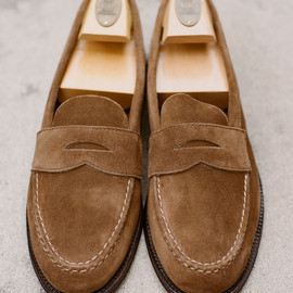 ALDEN - Suede Unlined Penny Loafer in Snuff