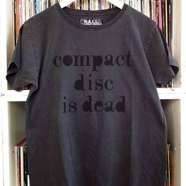 "WRIGHT - ""compact disc is dead. but i don't care"" T-shirt"
