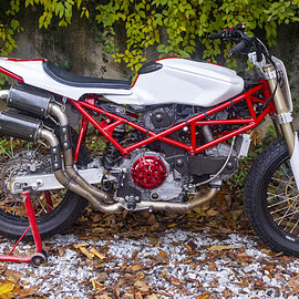 "RC assembly - ""Ductracker"" Ducati 900"