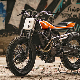 YAMAHA - XSR700 tracker Juicy: Jigsaw's candy orange