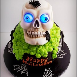 SugarED Productions - Glow in the Dark Skull Cake