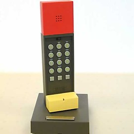 Ettore Sottsass - Enorme Phone