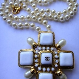 CHANEL - Vintage Chanel Maltese Cross Pearl Necklace