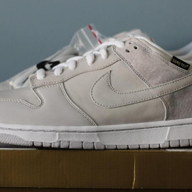 "NIKE SB - Nike SB Dunk Low Pro ""Medicom 5″ (October 2008)"