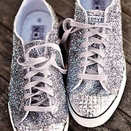 CONVERSE - Glitter shoes.