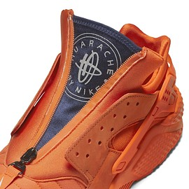 NIKE - Air Huarache Run City (Chicago) - Orange Blaze/Midnight Navy/White