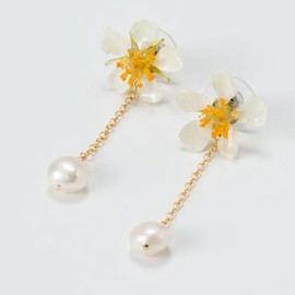 coincidence - strowberry pearl earrings