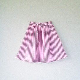 min arbetsyta - red striped skirt