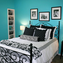 Hampton blue black white bedroom