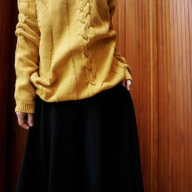 Reality Studio - CABLE KNIT SWEATER