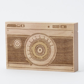 CEMENT PRODUCE DESIGN, Card Chest - camera / birch