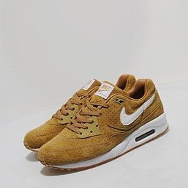 Nike - Air Max Light - Size? Exclusive (Gold Tan/White/Gum)