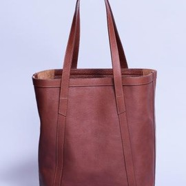 LOTUFF - angle leather tote