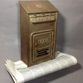 "アメリカ・アンティーク - 1920-30's ""CORBIN LOCK CO."" Brass Wall Mount Mail Box"