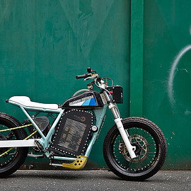Jambon-Beurre Motorcycle - Custom electric tracker motorcycle with military drone powerplant