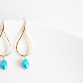 Ostara - 16k Gold Plated Teardrop Earwire Earrings/Real Blue Pearl