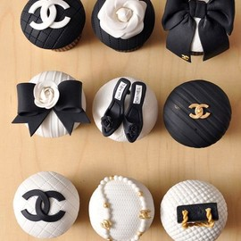 Chanel - cupcakes . black & white.