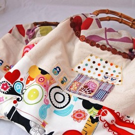 Luulla - Handmade Sewing Bag- with a Pincushion and Pins