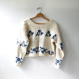 vintage cropped sweater. floral sweater. cream & blue sweater