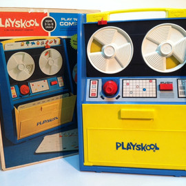 PLAYSKOOL - PLAY AND LEARN COMPUTER