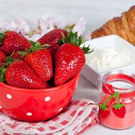 Strawberries and Sour Cream