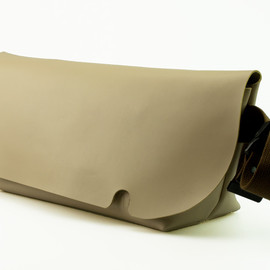 Uni&co. - MESSENGER BAG (M)/BEIGE