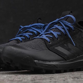 adidas - Mountain Pitch - Black/Blue