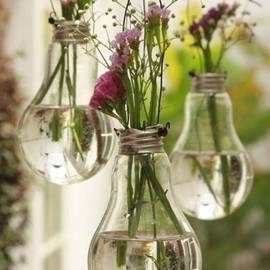 DIY Vases made from old lightbulbs! - DIY Vases made from old lightbulbs!