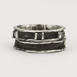 HENSON - CAVITY RING SET WITH BLACK DIAMONDS - OXIDISED SILVER