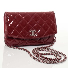 CHANEL - Patent Quilted Brilliant Wallet On Chain WOC Red