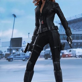 Hot Toys - CAPTAIN AMERICA: CIVIL WAR BLACK WIDOW 1/6TH SCALE COLLECTIBLE FIGURE