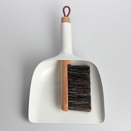 Sweeper and dustpan by Jan Kochanski - Sweeper and dustpan by Jan Kochanski