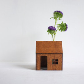 2of2 - Bud vase wooden house