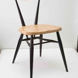 MARGARET HOWELL,ERCOL - STACKING CHAIR BLACK LEG
