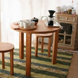 Agio - Round table made-to-order