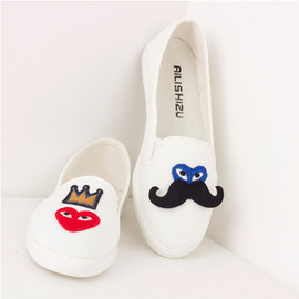 Cute Leisure Cartoon Embroidered Round Toe Loafers
