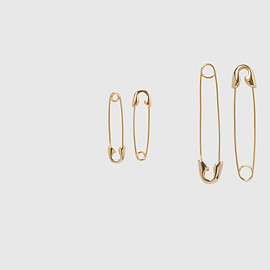 Cheap Monday - Safety Pin Earrings in Gold