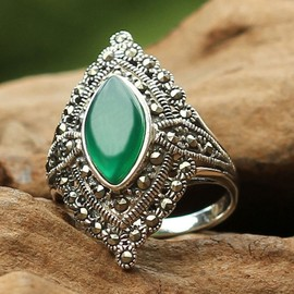 Vintage Style Marquise Shape Green Agate 925 Sterling Silver Ring