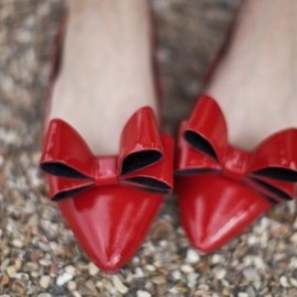 bow, red shoes