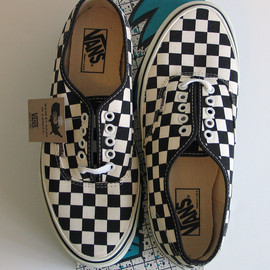 VANS - 90's Authentic Black White Checker (made in usa)