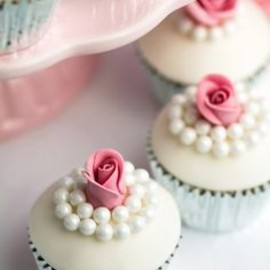 Pearl and rose cupcakes