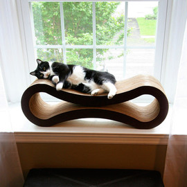 Pet Fusion - Cat Scratcher Lounge by Kim Vonderhorst
