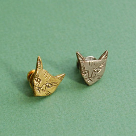Kaye Blegvad - Cat face lapel pin