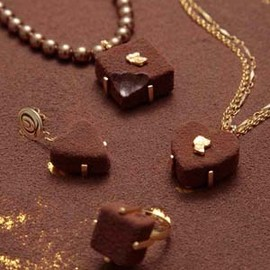 Round Choco Biscuit Necklace GoldRibbon
