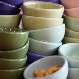 FISHS EDDY - Colorware Nut Bowls