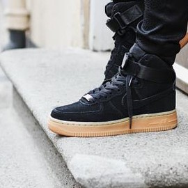 NIKE - NIKE WMNS AIR FORCE 1 HI SUEDE BLACK/BLACK/GUMMED BROWN