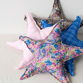 BONTON - STAR CUSHION